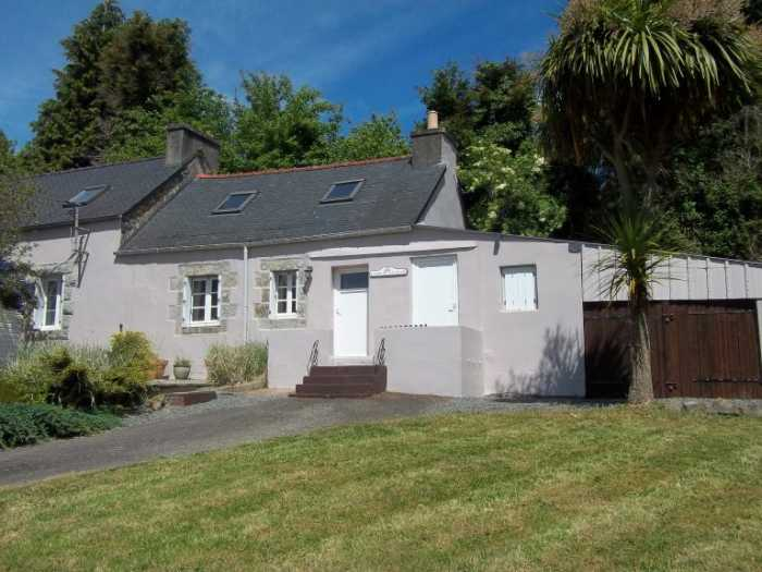 AHIB-3-M2274-29141014 Nr Poullaouen 29246 Pretty 3 bed rural longère with a manageable fenced garden, garage and a plot of land!