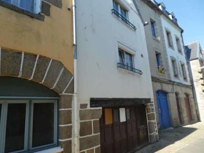 AHIB-3-mon1969 Morlaix 29600 Charming 3 bedroomed house with little courtyard - to renovate.
