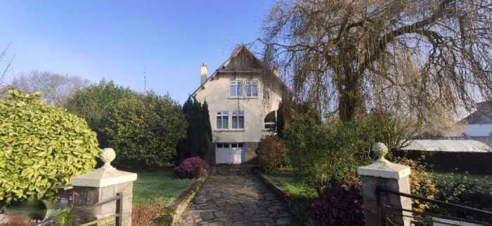 AHIB-1-JD-3015 Paule 22340 Handsome 4 bedroom village house with pretty 586m2 garden