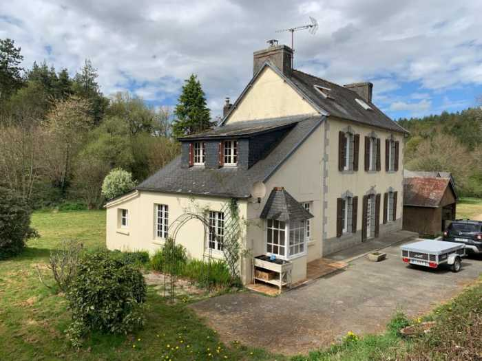AHIB-3-M2347-29141059 Nr Poullaouen 29246 Secluded property, a lovely house with 9,100m² of land and numerous outbuildings, in a great environment bordering a river!
