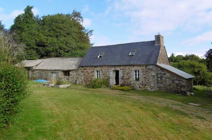 UNDER OFFER AHIB-1-PO-048  Callac 22160 2/3 Bedroom Stone Cottage / Longère in the heart of the Breton Countryside. 5 Minutes From Local Village And 10 minutes from Callac on 5700m2
