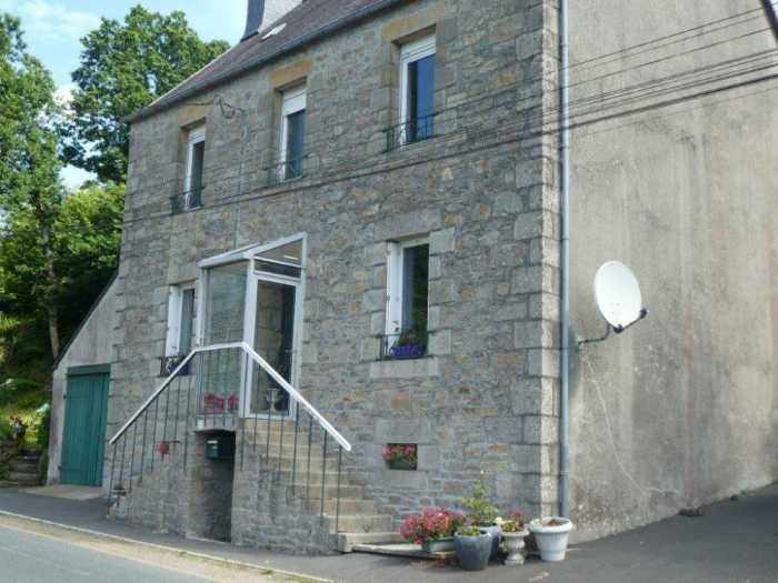 UNDER OFFER AHIB-3-mon1992 Loguivy-Plougras 22780 1930's 3 bedroom House retaining all of its charm with 425m2 garden