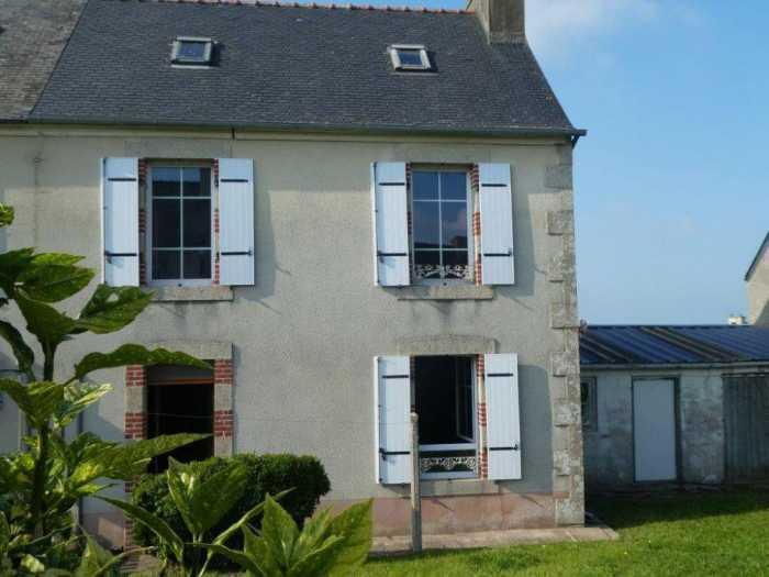AHIB-3-mon2004 Taule 29670 Pretty house to renovate walking distance to shops! 280m2 garden