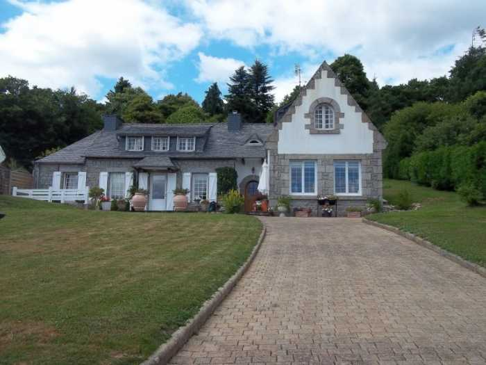 AHIB-3-M2212-2914938 Huelgoat 29690 Gorgeous 3 bedroomed property with half an acre and lake view