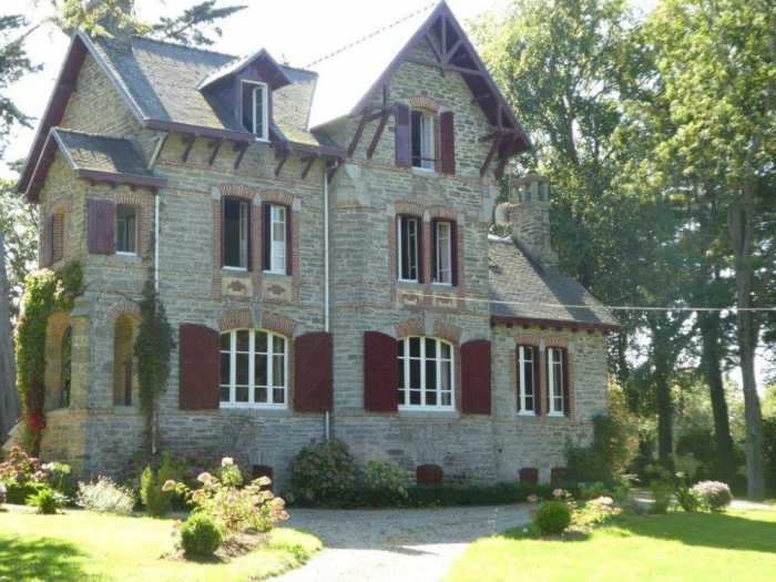 AHIB-3-mon1947 Nr Morlaix 29600 Sumptuous 1920's 8 bedroomed Villa retaining character with over an acre of enclosed garden
