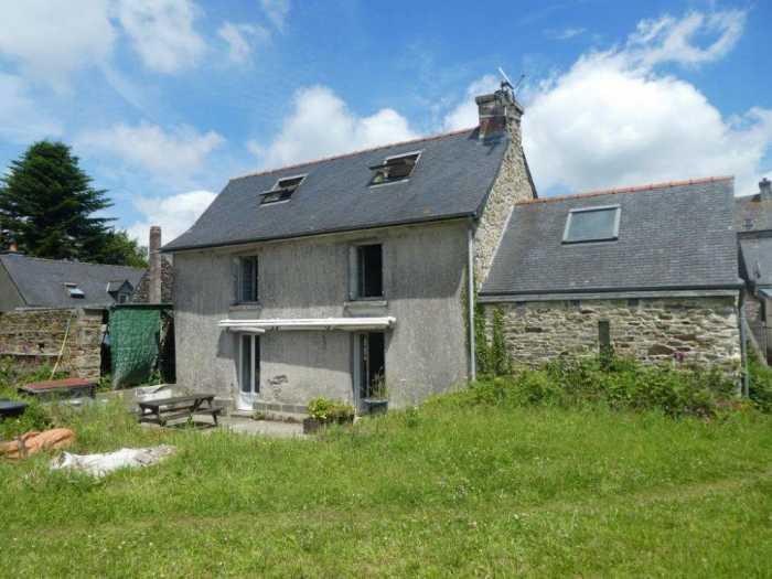 UNDER OFFER AHIB-3-mon1993 Lanneanou 29640 2 bedroom Tisserand house to renovate with a studio on 3345m2