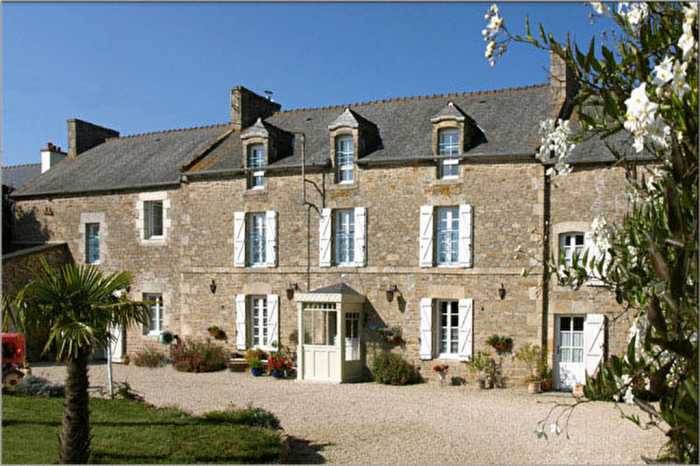 AHIB-1-BB10010-MT Nr Dinan 22980 Elegant property with 2 gîtes and 4 beautiful and spacious guest rooms + owners quarters - 2.5 hectares!