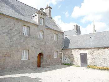 AHIB-1-mon1702 Plougras - Beautiful 2 bedroomed village house with 3100m2 garden