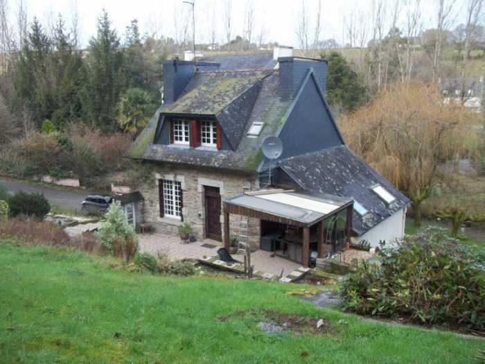 AHIB-3-M2450-29141122 29270 Nr Carhaix-Plouguer, 29270 Attractive 3 bedroom property by a river with 1.4Ha of land and it is not far from a town!