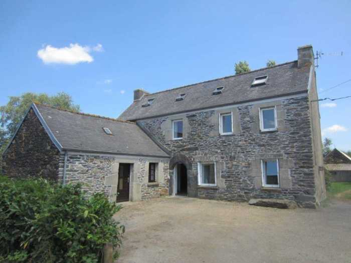 AHIB-3-mon1934 St Thegonnec 29410 Pretty 3 bedroomed house with 1755m2 garden and 1.3 hectare coppice with stream!
