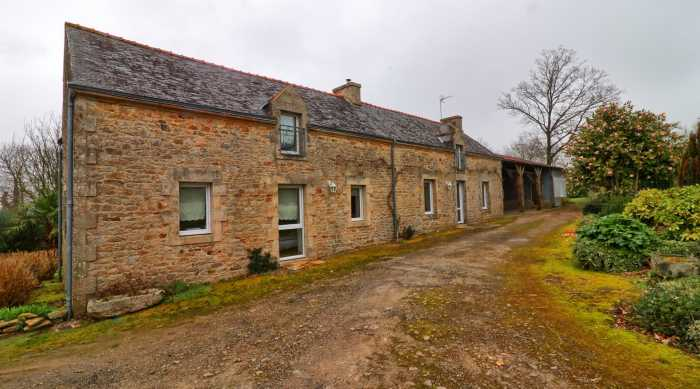 AHIB-2-DN-695 BAUD 56150 3 bedroomed farmhouse with pretty 2 acre garden, open fronted hangar/garage with a small workshop and a horse box.