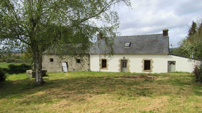 AHIB-2-TR-3120 Gourin 56110 Quiet situation for this detached 2 bedroom house with 1203m2 garden