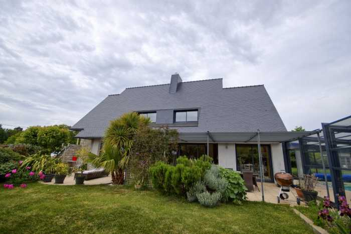 AHIB-2-DN-585 South coast near Lorient – Superb modern 4-bedroom house with covered pool on half an acre