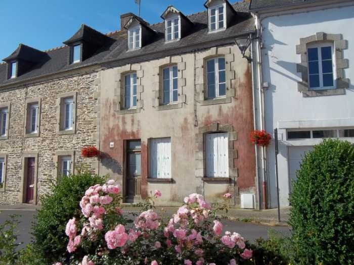 AHIB-3-M2151-2914936 Chateauneuf du Faou 29520 Town House (2 bed) with character in Chateauneuf du Faou, need to renovate, and in a lovely spot!