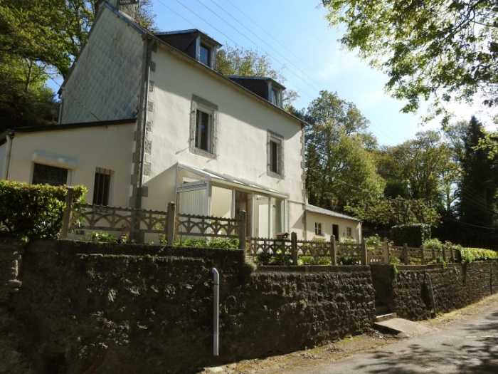 AHIB-3-M2261-29141004 Huelgoat 29690 Pretty 4 bedroomed house with over an acre garden