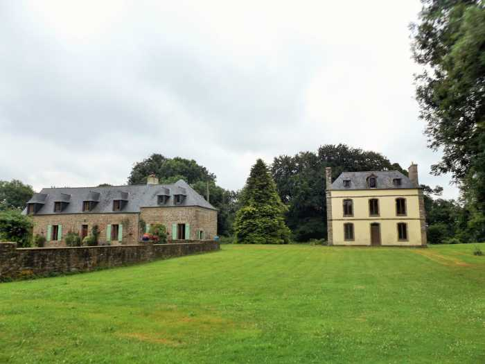 AHIB-1-AM-Man Plounévez-Moëdec 22810 Manor House, with other house to renovate, with 130000 metres of woodland, gardens and land.