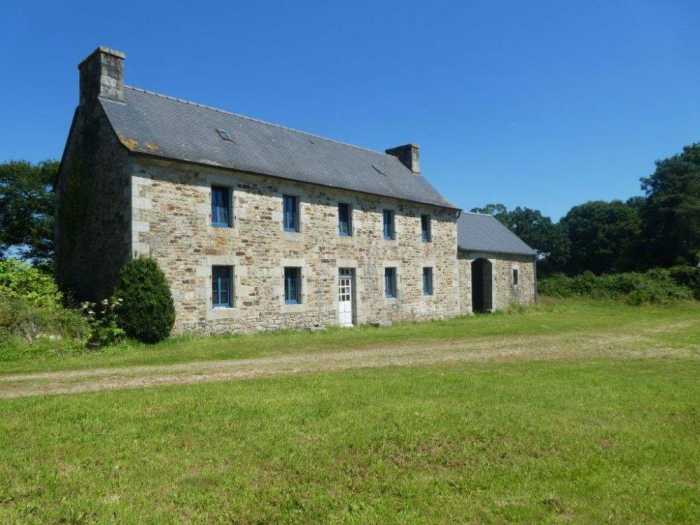 UNDER OFFER AHIB-3-mon1997 Plougonven 29640 Character property to renovate on 1.6 hectares with several outbuildings!