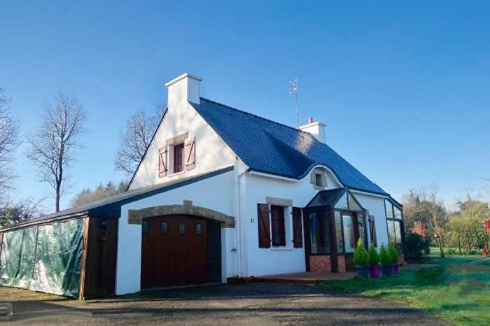 AHIB-2-RD-678 Mûr-de-Bretagne 22520 3 bedroomed house with covered pool and 5000m2 garden