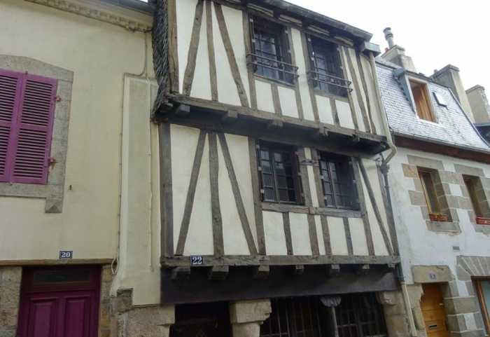 AHIB-3-mon1904 • A 4 Bedroomed 'Terraced' House in Old Morlaix