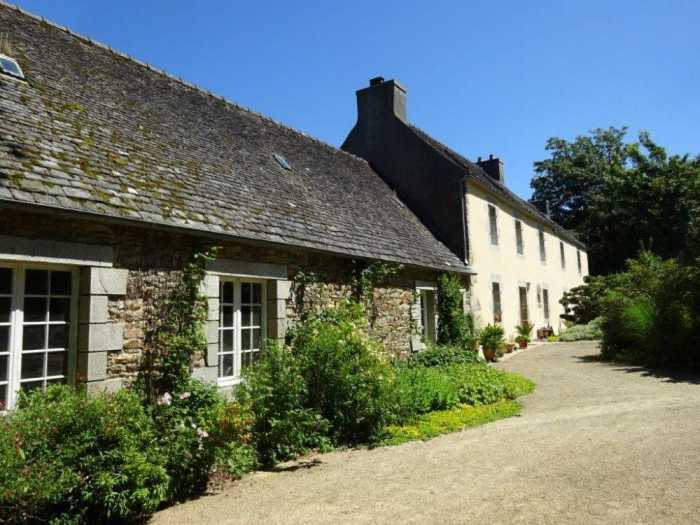 AHIB-3-mon1872 St Thegonnec 29410 Handsome 4 bedroomed house with over 5 acres and outbuildings!