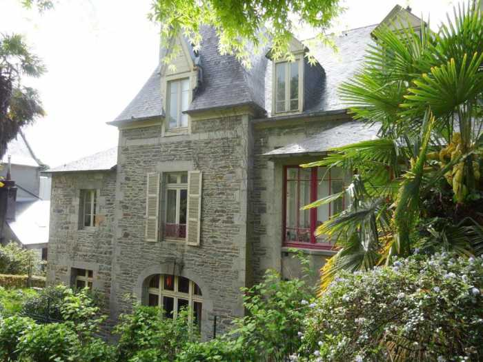 AHIB-3-mon1881 • Morlaix - 6/7 Bedroomed, 18th Century Maison d'Maitre in the heart of the the town with 1,592m2 Garden