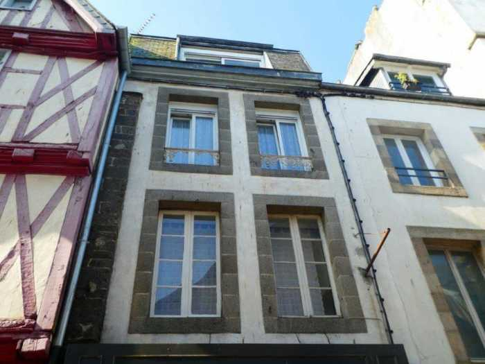 AHIB-3-mon1964 Morlaix 29600 Town centre building with shop and 4 studios and small courtyard