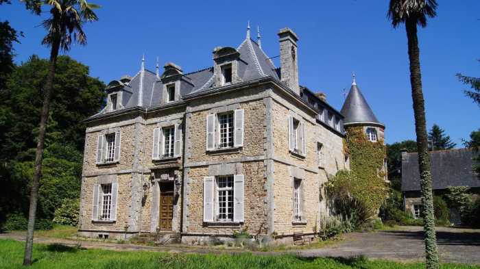 Nr Locminé - Eight Bedroomed Chateau + 36 acres...with all the bells & whistles