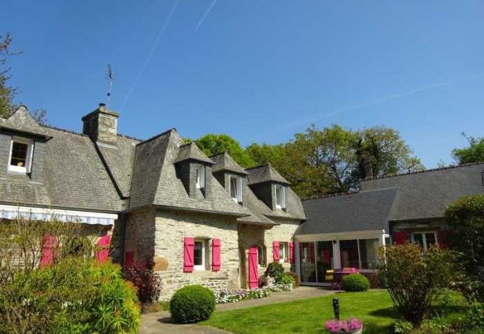 UNDER OFFER AHIB-3-mon1938 Nr Morlaix 29600 5 bedroomed house with garage, chalet, carport, swimming pool and 1.6 hectares
