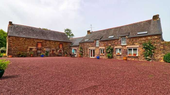 AHIB-2-DN-722 Campénéac Between St Cyr and Ploermel 56800 Beautiful renovated longere with outbuildings and one hectare