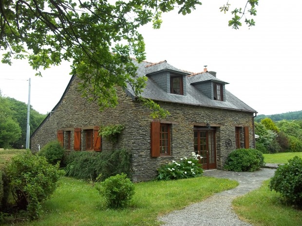 AHIB-3-M1755-2914703 Saint-Goazec 29520 area 3 bedroomed property on half an acre - near canal
