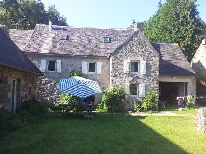 AHIB-3-mon1802v Midway between Plourin-Plougonven 29640 Gorgeous 4 bedroomed maison de tisserand on 2600m² garden