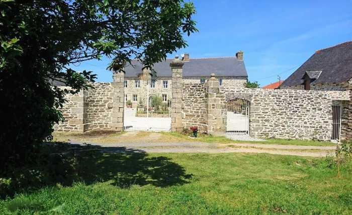 AHIB-1-RH-2777 Plouguenast 22150 Stunning Manoir with 6 Bedrooms With The Possibility Of Gites And Only 40 Minutes from the coast