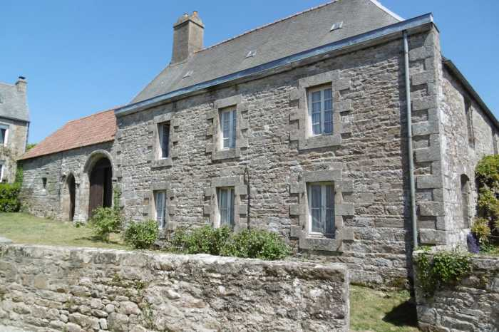 AHIB-1-PO-063 Plounevez Moedec Wonderful Manor house in village centre on 8342m2 walled grounds