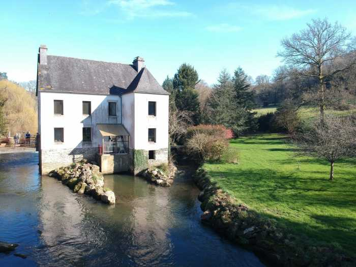 AHIB-3-DN-704 Chateaulin 29150 Mid-way between Quimper and Brest – Superb Mill house conversion with 14 acres