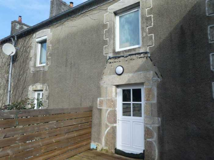 AHIB-3-mon1957 Locquenole 29670 4 bedroomed house with small garden... rare find 7km from beach!