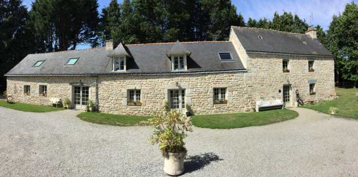 AHIB-2-ME-1877 Seglien 56160 • Gorgeous detached 5 bedroomed stone house (house + annexe) on peaceful verdant grounds of 4500m2