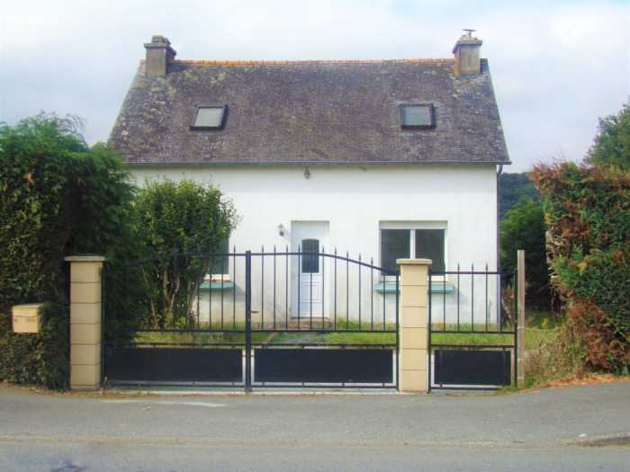 AHIB-1-RH-2910 Nr La Cheze 22210 4 bedroomed detached house with 900m2 garden