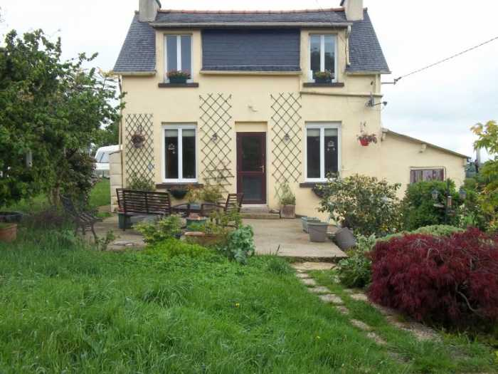 AHIB-3-M2476-29141140 Nr Scrignac 29640 Pretty 2 bedroom rural property with 2 acres of land, nice views and a cosy house