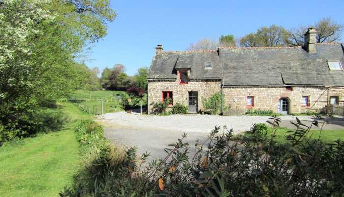 AHIB-TR-3116 • Silfiac, Morbihan • 6 Bedroomed Longere living space 210 m2 • Land of 2745m2