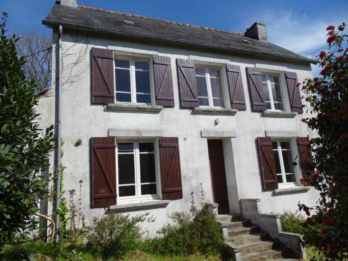 AHIB-3-JD-3083 Chateauneuf du Faou 29520 A pretty 2 bed detached stone house to be renovated in a sought after town, with a large garden of 2525m2.