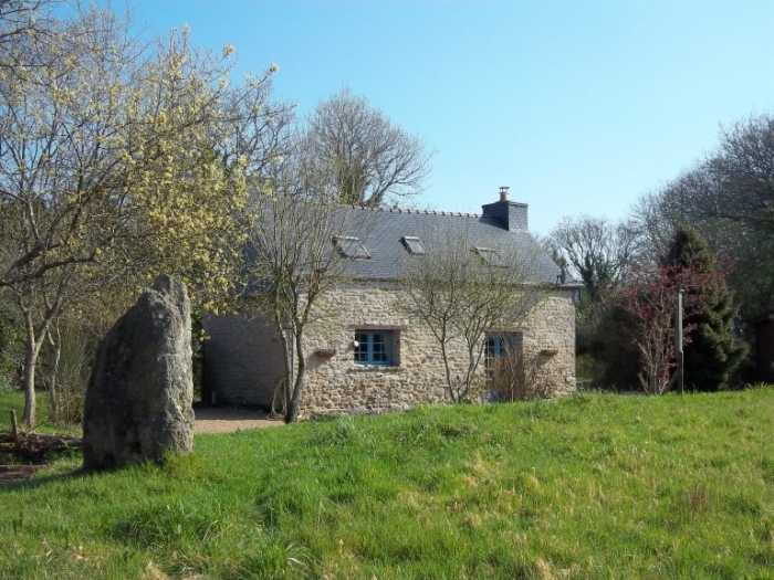 UNDER OFFER AHIB-3-M2115-2914908 Huelgoat 29690 Lovely spot for this very attractive cottage with half an acre of land and a garden shed!