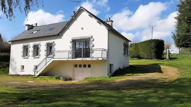 UNDER OFFER AHIB-1-JS2792 Saint-Connan 22480 3 bedroom house with basement, 2 garages and 4760m garden  House 120 m² - 6 rooms