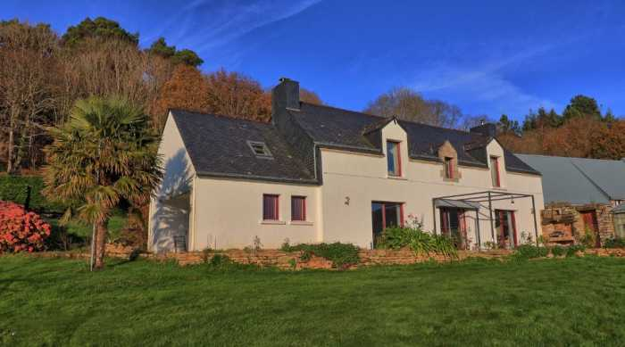 AHIB-2-DN-760 25 mns north of Vannes 56000 Superb equestrian property with house and 18 acres
