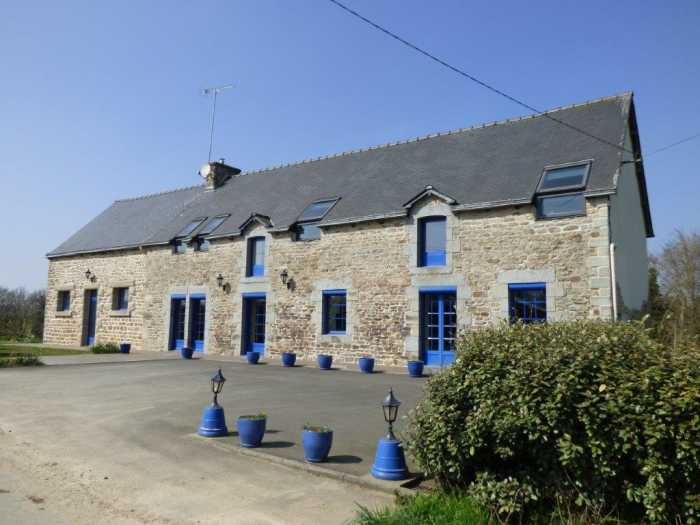 AHIB-1-ID2191 Plemet 6 bedroomed longère on 8966m2 grounds with hangar and workshop