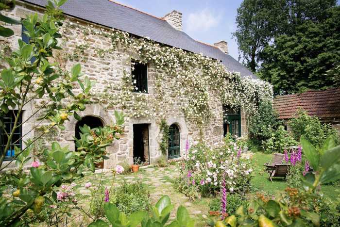 AHIB-1-PI-2227 22330 Le Gouray. Stunning 15th Century Manoir. Character, with 5 bedrooms & galleried lounge. cottage garden, with a stream.