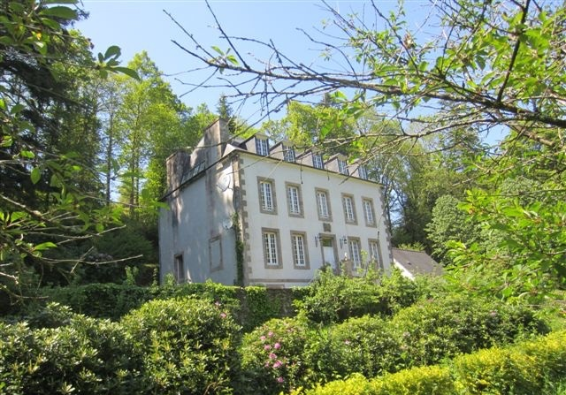 AHIB-3-mon1937 Morlaix 29600 Gorgeous 6 bedroomed manor house with 3 hectares