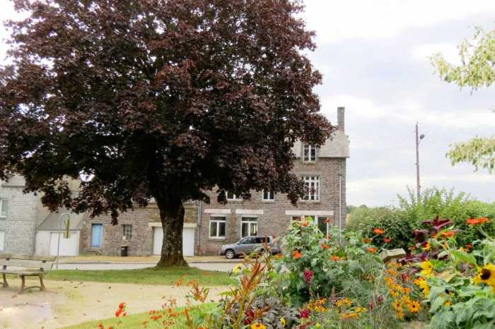 AHIB-1-KIM-1125 Langourla 22330 Large 4 bed village house with garage, workshop & 1/2 acre garden