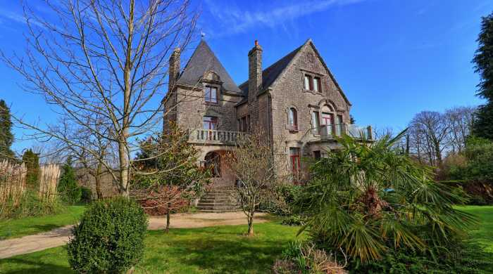 AHIB-2-DN-700 Guémené sur Scorff 56160 9 bedroomed neogothic mano rhouse with 13 acres!