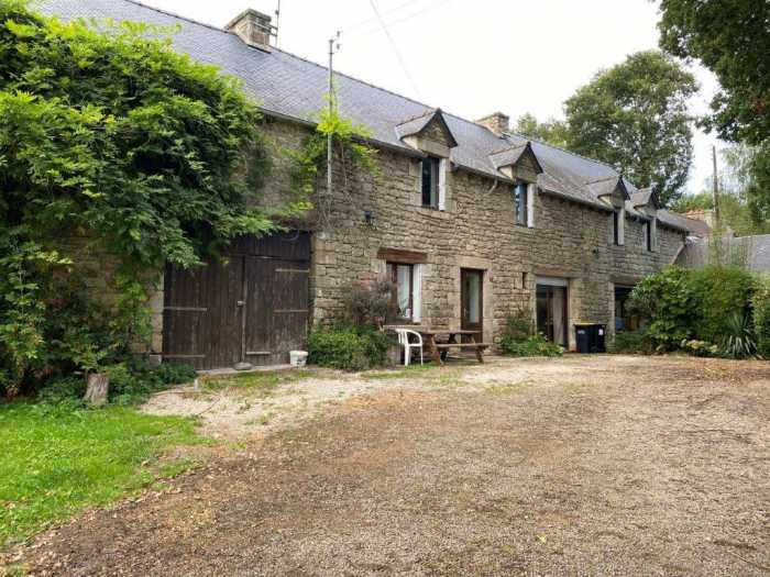 AHIB-1-ID22115-2723 Saint-Gouéno 22330 Semi-detached 4 bedroom house with over half an acre with garage/workshop