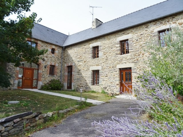 AHIB-2-M212787 Caro 56140 Maison de Maître dating from 1848 former post office, only 3 owners from that date, incredible!, with character, exposed beams and beautiful external stonework.